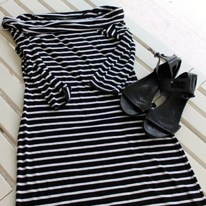 🎃 White house black market striped dress